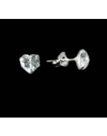 Brinco Coração Ponto de Luz Médio 7,3mm em Prata Semijoia