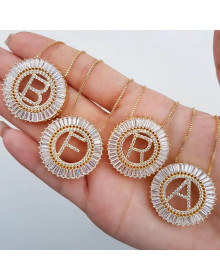 Colar com Letra B Zirconias - Colar feminino da moda